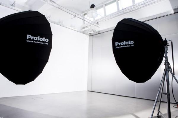 Plató Daylight Studios con iluminación Giant de Profoto
